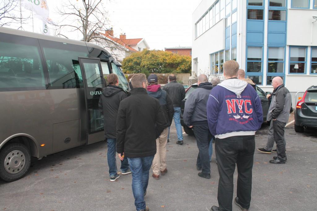 LHBF-bussen anländer till Åbro i Vimmerby.
